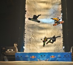 ShotGun_TTR_Oakley_ShaunWhite_Air_Style_Beijing_2011_small